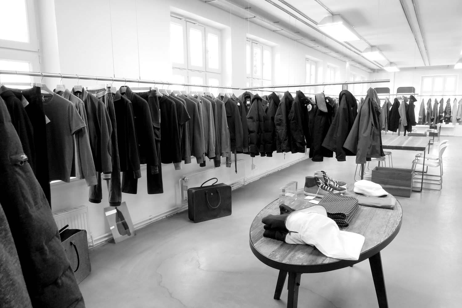 Clothing rail system for showrooms