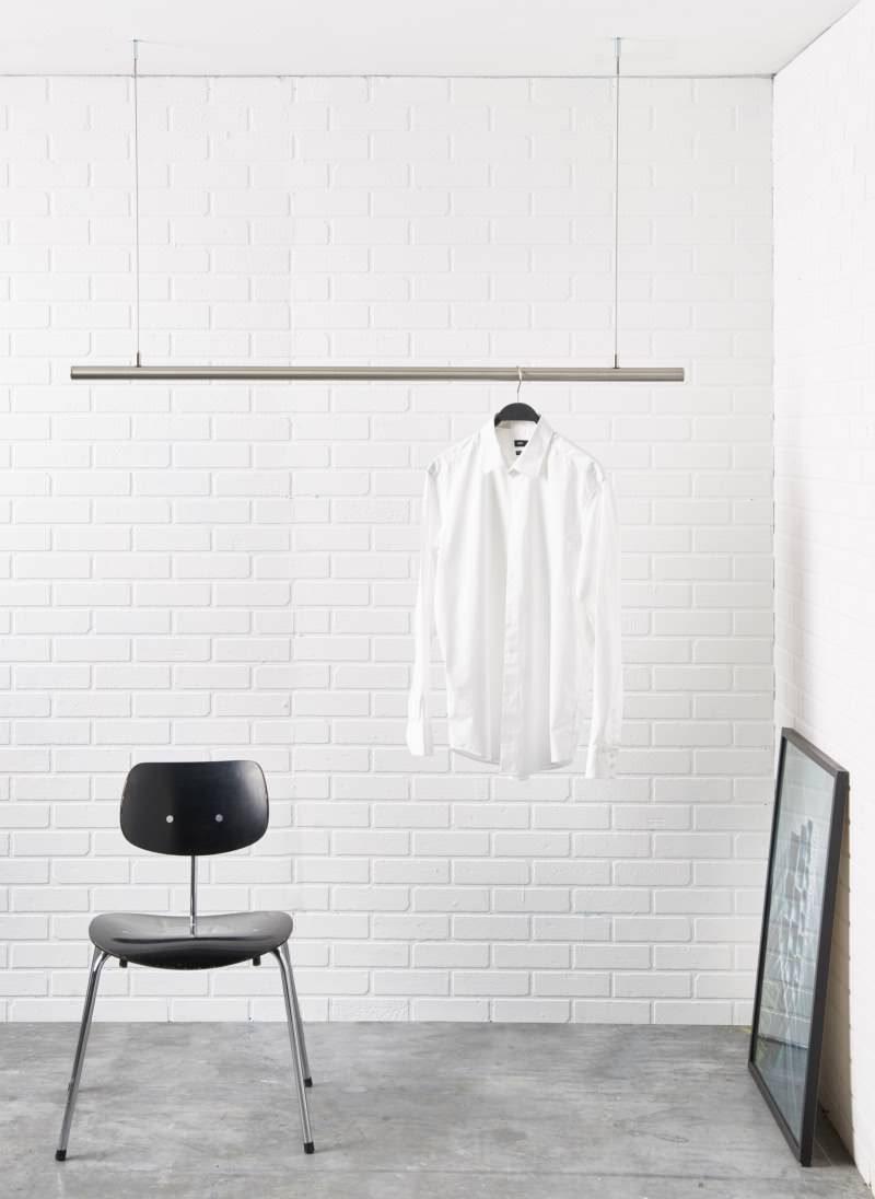 Kleiderstange fuer die Decke aus Edelstahl. Hoehenverstellbar für die Deckenmontage