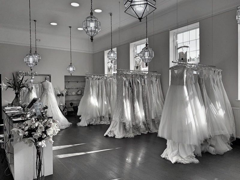 Kleiderstangen für Brautmoden